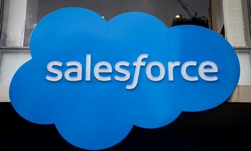 <p>Salesforce [CRM.N], leader mondiale nelle soluzioni di customer relationship management, è in rialzo del 6% a Wall Street. </p><p>La società di San Francisco ha comunicato i dati dell'ultimo trimestre ieri a mercati chiusi, fornendo previsioni sui