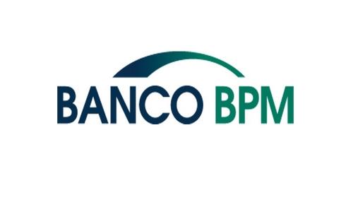 <p><b>FATTO</b><br />Banco BPM [BAMI.MI] si mette in luce anche oggi tra le banche e rimane tra i migliori titoli del listino, nonostante si sia un po' sgonfiata dal nuovo top di periodo toccato a 1,5070 euro: ora guadagna l'1,7% a 1,47 euro (+0,3% i